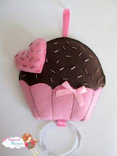 Porta pano de prato em feltro com enchimento de fibra siliconada.    Mais chaveiro cup cake como brinde!