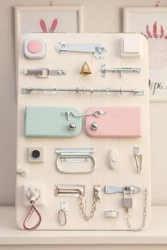 30 Creative DIY Busy Boards For Toddler Learning – Game Room İdeas 2020 Montessori Baby, Montessori Activities, Infant Activities, Diy Busy Board, Busy Board Baby, Toddler Busy Board, Toddler Learning, Toddler Toys, Diy Sensory Board