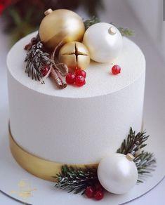 Christmas Cake Designs, Christmas Cake Decorations, Christmas Cupcakes, Holiday Cakes, Christmas Desserts, Christmas Treats, Christmas Baking, Cake Cafe, New Year's Cake