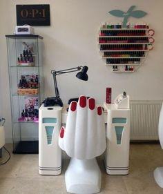 Ideas For Manicure Salon Decor Chairs Home Beauty Salon, Home Nail Salon, Hair Salon Interior, Beauty Salon Decor, Salon Nails, Beauty Salons, Beauty Bar, Nail Salon Design, Salon Interior Design