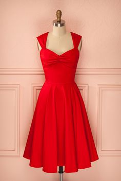Robe rouge mi-longue plissée coupe rétro décolleté en coeur - Red mid-length pleated sweetheart neckline retro dress