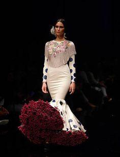 2016 Flamenco Dress by Ernesto Sillero Flamenco Costume, Flamenco Skirt, Flamenco Dancers, Gala Dresses, Gypsy Dresses, Dance Dresses, Spanish Dress, Spanish Style, Fashion Mode