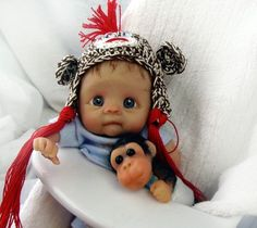 How can you NOT fall in love with this sweet baby doll? Polymer Clay - monkey's face for animal quilt Polymer Clay Figures, Polymer Clay Dolls, Polymer Clay Projects, Cute Little Baby, Little Babies, Baby Mold, Baby Fairy, Animal Quilts, Clay Baby