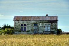 Old house, Deborah, Oamaru, Otago, New Zealand. Old Buildings, Abandoned Buildings, Abandoned Places, Nz South Island, Tin Shed, Old Farm Houses, Building Art, Old Barns, Little Houses