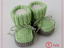 9 cm Merino Baby shoes children's shoes Taufschuhe – ПИНЕТКИ/ Baby Boo… - babysocken sitricken Baby Booties Free Pattern, Baby Boots, Crochet Baby Booties, Baby Blanket Crochet, Knitting For Kids, Baby Knitting Patterns, Christening Shoes, Knit Baby Dress, Newborn Shoes