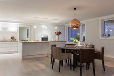 (11) FINN – Ullerntoppen - Nyoppusset, rålekker toppleilighet med høy standard. 3 soverom, 2 bad, solrik terrasse, 2 garasjeplasser.