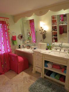 Teenage suite traditional bathroom