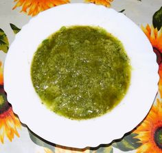 A modo mio Ingredienti e dosi per quattro persone: 200 g. di zucchine un cucchiaio di pinoli un cucchiaio di pecorino grattugiato 2 cucchiai di olio extravergine di oliva un cucchiaio di parmigiano gr