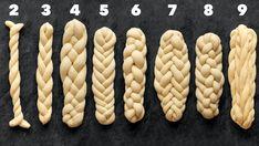 Jak se plete vánočka? Máloco umí domácím pekařům tak zamotat hlavu! Naučte se nejčastější kombinace při pletení vánočky v podrobném video návodu krok za krokem. Pastry Recipes, Baking Recipes, Challah Bread Recipes, Bread Shaping, Bread Art, Braided Bread, Baking Basics, Jewish Recipes, Food Crafts