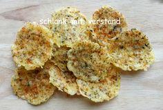 Käsechips (4 Portionen) Die Chips halten sich im Kühlschrank in einer Frischhaltedose mind. eine Woche. Zutaten fürca. 50 Chips: 100 g Parmesan oder anderen Käse, z.B. Gouda 1 TL Chiliflock…