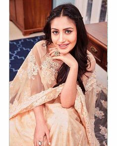 Surbhi is love😍❤ Indian Reception Outfit, Surbhi Chandna, Indian Tv Actress, Indian Gowns, Tv Actors, Bollywood Actors, Real Beauty, Actor Model, Celebs