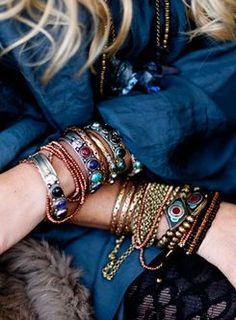 Stacked bracelets - color and metallic - with denim is always a perfect combo!