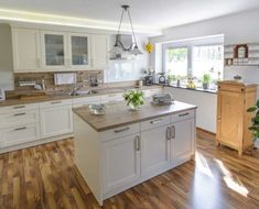 3 Ways to Complement a Butcher Block Countertop in Your Kitchen - Hardwood Lumber Company Butcher Block Countertops Kitchen, Wood Backsplash, Updated Kitchen, New Kitchen, Kitchen Room Design, Kitchen Decor, Independent Kitchen, Home Kitchens, Kitchen Remodel