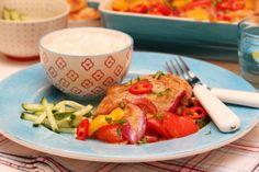 I denne oppskriften tilberedes kylling og grønnsaker i en og samme form, og får selskap av «hotte» og søte smaker i form av blant annet mangochutney. Spennende og gode kombinasjoner!