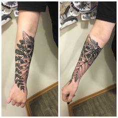 last of us 2 tattoo Gamer Tattoos, Body Art Tattoos, Cool Tattoos, Tatoos, The Last Of Us2, Joel And Ellie, Ashley Johnson, Fan Tattoo, Tribal Sleeve Tattoos