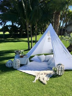 Styled Picnic Settings for Proposals, Bridal Showers and Blessingway Rituals Backyard Birthday Parties, Picnic Birthday, Picnic Parties, 7th Birthday, Picnic Date, Beach Picnic, Kids Picnic, Picnic Ideas, Romantic Picnics