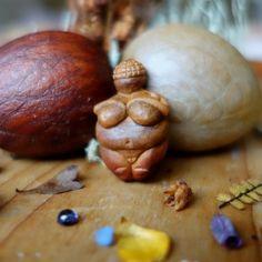 Avocado Stone Carving: Venus of Willendorf - Miniature Replica (Pendant)