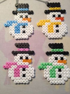 Snemænd som sagtens kunne gå som julegave:) Source by mcflysilke You might feel that the annals of h Easy Perler Bead Patterns, Melty Bead Patterns, Perler Bead Templates, Diy Perler Beads, Perler Bead Art, Beading Patterns, Peyote Patterns, Hamma Beads Ideas, Christmas Perler Beads