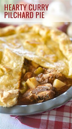 hearty curry pilchard pie Apple Pie, Paradise, Curry, Fish, Desserts, Tailgate Desserts, Apple Cobbler, Curries, Deserts
