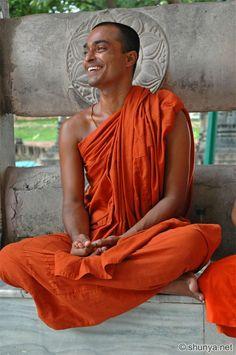 Monje budista de India...¡qué expresión más alegre y feliz!
