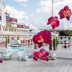 45 отметок «Нравится», 4 комментариев — Olga Levina (@olledecor) в Instagram: «Выездная регистрация в ресторане на берегу реки. Яркие малиновые орхидеи прекрасно контрастируют на…»