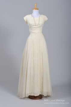 1950's Creamy Lace Vintage Wedding Gown : Mill Crest Vintage