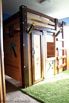 "DIY ""Minecraft"" Fort Bed for Children's Bedroom"