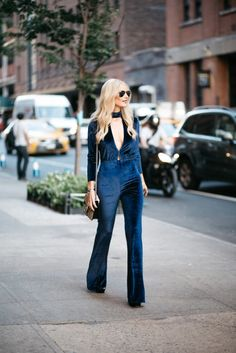 It's the best time of the year to deck out in a velvet jumpsuit like @soheatherblog!