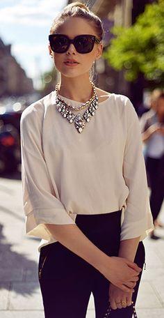 สร้อยคอขนาดใหญ่  Shourouk กางเกง Zara รองเท้า  Fabi กระเป๋า Valentino แว่นตากันแดด  Céline