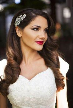 Ideas makeup wedding romantic curls for 2019 Veil Hairstyles, Wedding Hairstyles For Long Hair, Elegant Hairstyles, Wavy Bridal Hair, Vintage Hairstyles For Long Hair, Bridesmaids Hairstyles, Retro Hairstyles, Wedding Hair Down, Wedding Hair And Makeup