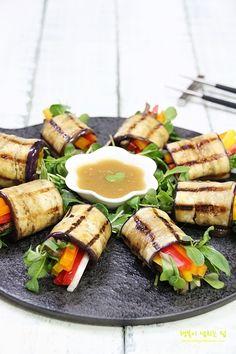 가지요리 가지롤, 폼나고 맛나요~ : 네이버 블로그 K Food, Good Food, Yummy Food, Food Design, Gourmet Recipes, Healthy Recipes, Gourmet Foods, Tapas, Vegan Appetizers