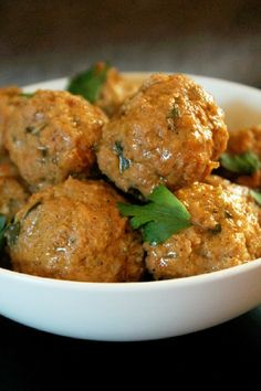 Your search for the perfect slow cooker appetizer meatballs recipe is over. Try these Slow Cooker Meatballs and Gravy, and wow your guests with flavor. This slow cooker meatballs recipe is both delicious and easy to make!