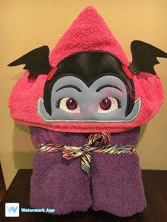 Vampirina hooded towel