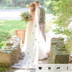 A stunning bride showing off her Irish heritage during her wedding   Photo by Delaney Dobson @waverleyandgrandevents