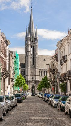 Did you know that this Neo-Gothic jewel is located in Molenbeek? Discover Brussels hidden treasures! Saint Remi Church.