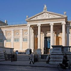 The Ashmolean Museum at Oxford University. Places Around The World, Around The Worlds, Clyfford Still, Carnegie Museum, Harvard Art Museum, Corning Museum Of Glass, Jewish Museum, Van Gogh Museum, Royal Academy Of Arts