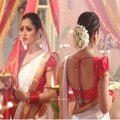 White Saree, Red Saree, Sari, Choli Blouse Design, Saree Blouse Designs, Dress Indian Style, Indian Outfits, Saree Backless, Indian Wedding Bride