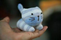 Çoraptan Sevimli Kedi Oyuncak Yapımı - http://m-visible.com/coraptan-sevimli-kedi-oyuncak-yapimi.html
