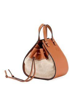 Loewe Hammock Mini Classic Umhängetasche - My Bag Ideas Fashion Handbags, Purses And Handbags, Fashion Bags, Luxury Handbags, Cheap Handbags, Prada Purses, Fashion Purses, Summer Handbags, Popular Handbags
