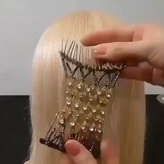 The New Elastic Hair Comb is amazing! 😍 Hairstyles | Hair Places, Magic Hair, Tribal Costume, Hair Comb, Your Hair, Style Me, Hair Style, Lifehacks, Inventions