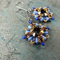 Inspiration and accessories for handmade making jewellery - beaded earrings, bracelets and amulets. Beading Techniques, Beading Tutorials, Beaded Jewelry Patterns, Beading Patterns, Beaded Earrings, Drop Earrings, Diy Jewelry, Jewelry Making, Earring Tutorial