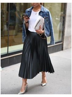 Black Pleated Skirt Outfit, White Skirt Outfits, Midi Skirt Outfit, Leather Midi Skirt, Winter Skirt Outfit, Pleated Skirts, Midi Rock Outfit, Costume Gris, Look Fashion