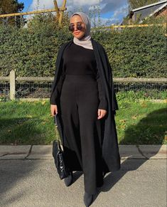 Simple And Casual Black Outfit Ideas - image :@a.mienna - If You Love Basic Black Outfits, Then You Will Love This Post. Lots Of Ideas To Inspire You On Casual Black Outfits, Street Style Outfits, Simple Black Outfits, Summer Black Outfits, Winter Black Outfit Ideas And Much, Much More . #hijab #hijabfashion #hijaboutfit #hijabdress #hijabioutfitscasual #muslimahfashion
