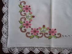 This Pin was discovered by Gnc Cross Stitch Rose, Cross Stitch Borders, Cross Stitch Designs, Cross Stitch Patterns, Hardanger Embroidery, Hand Embroidery, Embroidery Designs, Crochet Mittens Pattern, Crochet Bedspread