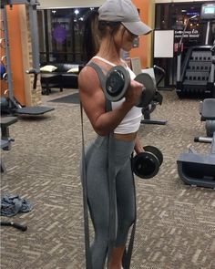 """8,769 Likes, 187 Comments - Jill Mahowald (@jillchristinefit) on Instagram: """"NOODLE ARMS! That's how I feel after this! Tricep+Bicep supersets. This workout was in the 12-15…"""""""