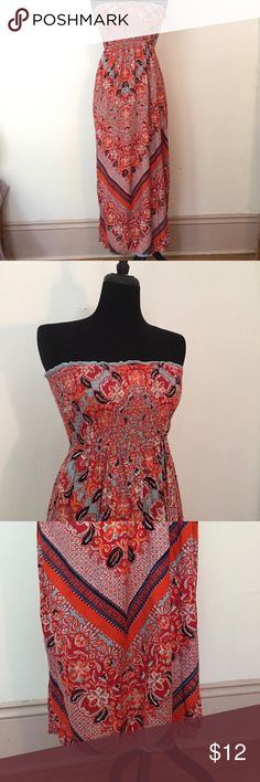"""Boho Tub-top Maxi Dress Sz M Beautiful BoHo dress. The tag has been removed but I'm pretty sure it's from forever 21 size M. I am a size medium and it fits. The top is super stretchy. Bust- 27"""", Length- 46.75"""" Forever 21 Dresses Maxi"""