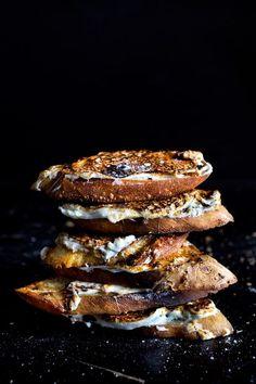pan-grilled marshmallow toasts with sea salt Hmmmm, add sliced strawberries too? Sweet Desserts, Sweet Recipes, Delicious Desserts, Dessert Recipes, Yummy Food, Healthy Food, Vegetarian Food, Slow Cooker Desserts, Yummy Treats