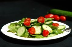 lunch tomorrow? spinach cucumber salad....spinach, cucumbers, tomatoes, avocado, olive oil, black pepper is the original recipe but i think i might add some vinegar too! yummm and so fresh looking!