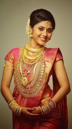 Beautyy Picturess: Wedding Saree and South Indian Bride Beautiful Saree, Beautiful Indian Actress, Beautiful Models, Beautiful Bride, Kerala Bride, South Indian Bride, Malayali Bride, Indian Bridal Wear, Bride Portrait
