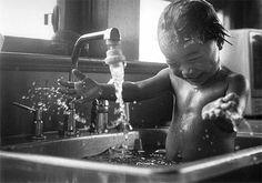 photo black white children bath